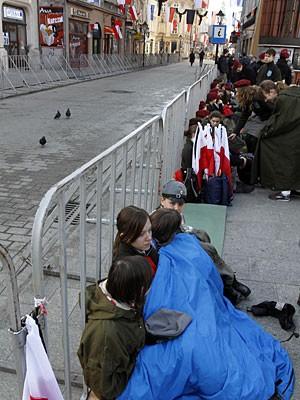 Kaczynski Wawel Bestattung Krakau Pfadfinder Absperrungen AP