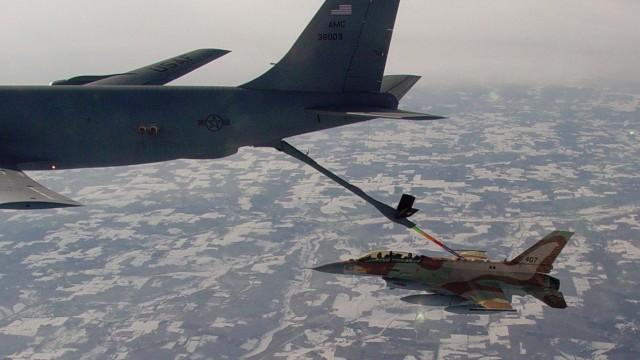 """Israels """"Operation Opera"""" im Jahr 1981: Israels langer Arm: F-16-Jets Kampfflugzeuge dieses Typs zerstörten 1981 den Osirak- Reaktor in Irak."""