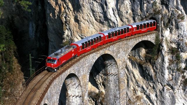 Zwischen Gletschern und Palmen: Im Bernina-Express über die Alpen