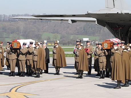Kaczynski Sarg Ankunft Krakau Flughafen Balice AFP