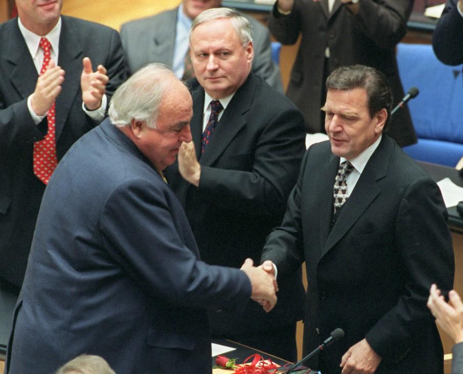 60 Jahre Bundesrepublik - Bundestag Kohl gratuliert Schröder
