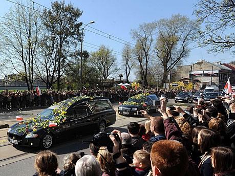 Kaczynski Sarg Blumen Krakau AFP