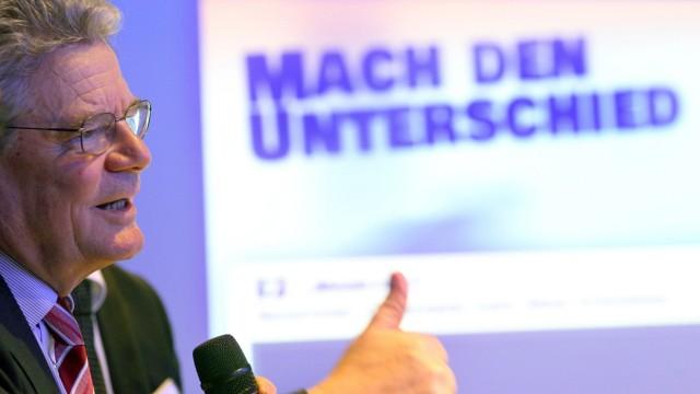 Pressekonferenz des Vereins Gegen Vergessen mit Gauck