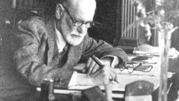 Sigmund Freud am Schreibtisch arbeitend, Museum London