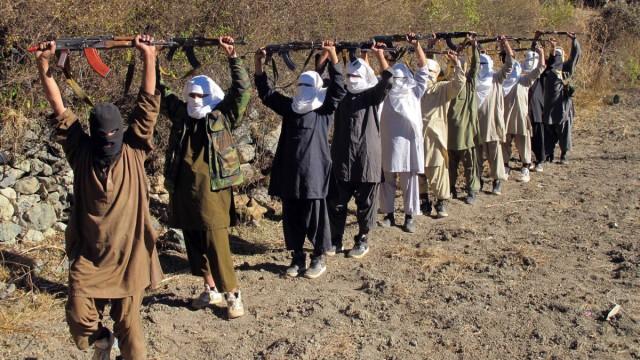Pakistani Talibans get military training at the Pak-Afghan border