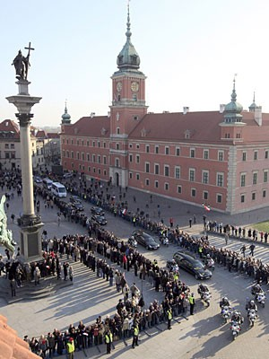 Kaczynski Fahrt durch Krakau dpa