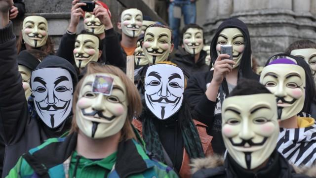 Proteste im Internet: Acta Gegner demonstrieren am 26. Februar 2012 auf dem Münchner Odeonsplatz.
