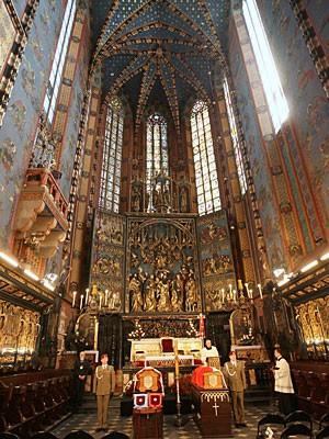 Kaczynski Särge aufgebahrt Krakau Marienkirche dpa