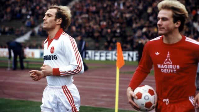 FC Bayern und 1. FC Nürnberg: 1978 trug Uli Hoeneß (links) das Trikot des FCN - und spielte sogar gegen seinen geliebten FC Bayern mit Karl-Heinz Rummenigge (rechts). Mit dem Wechsel des heutigen Bayern-Präsidenten nach Franken veränderte sich das Verhältnis der beiden Vereine.