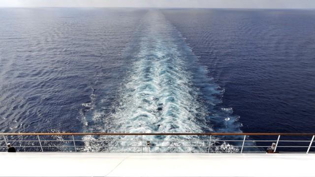 Kreuzfahrtschiff heck Ozean