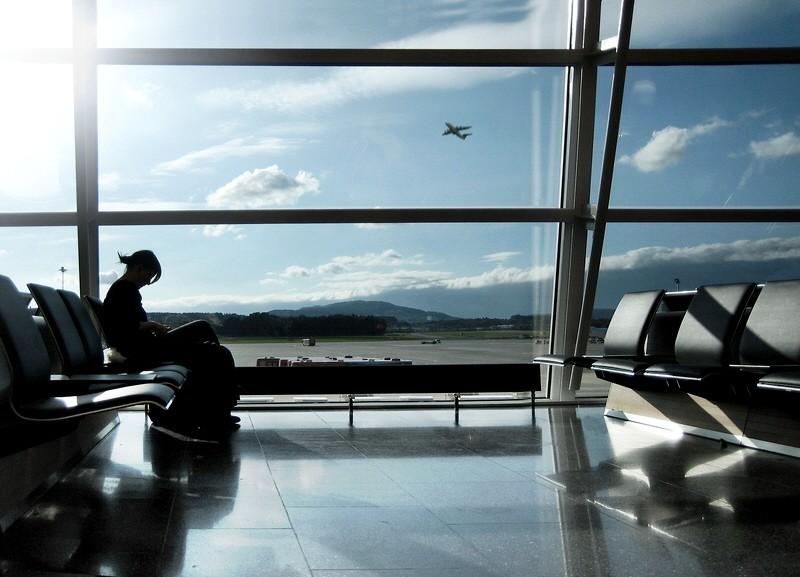 Airport Flughafen Passagier wartet