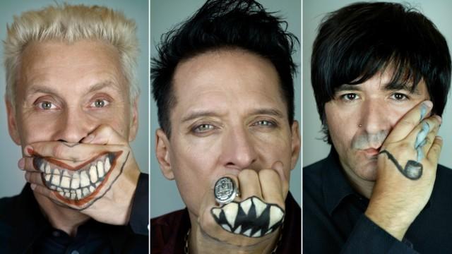 """Neues Album der """"Ärzte"""": Die sowieso alterslosen Witzbolde sind jene Ärzte, die uns lehrten, die Rock-Explosion zu lieben."""