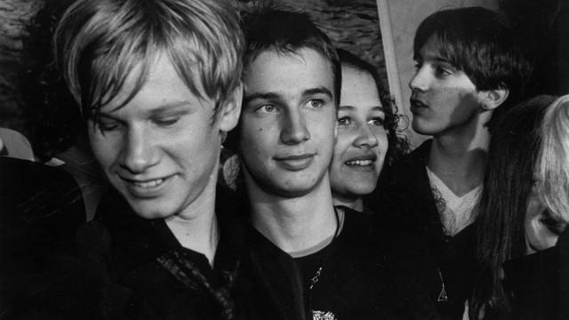 """Jugendliche und ihre Teenager-Probleme im Film: Benjamin Lebert (2. von links), (von links) Robert Stadlober, Oona-Devi Liebich und Joseph Bolz bei den FIlmarbeiten zu """"crazy"""" nach dem gleichnamingen"""