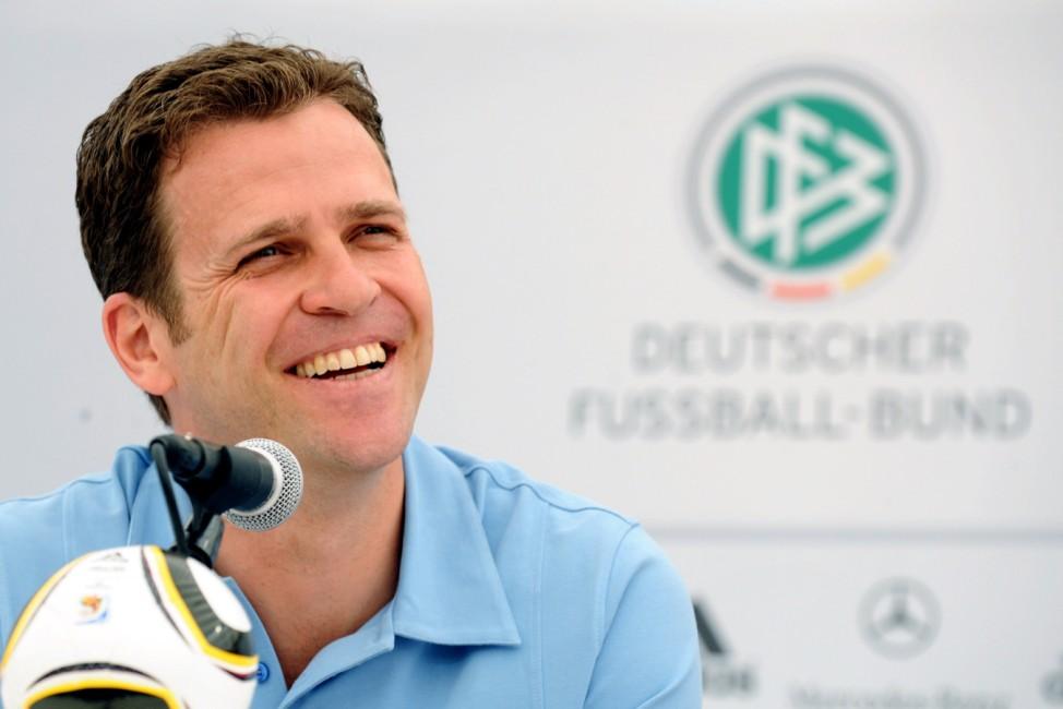 Oliver Bierhoff bei Pressekonferenz in Südtirol
