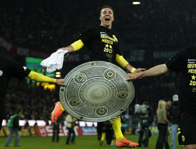 Borussia Dortmund's Goetze celebrates winning German Championship after first division Bundesliga soccer matchagainst Borussia Moenchengladbach in Dortmund