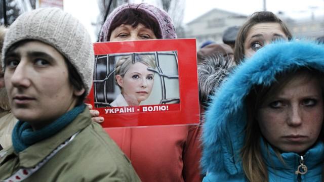 Supporters of former Ukraine's Prime Minister Yulia Tymoshenko hold a rally before the hearings on Tymoshenko's appeal against her jail sentence outside a court building in Kiev