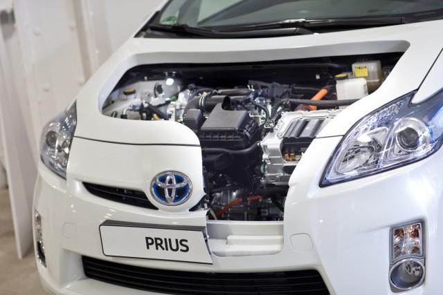 Hochspannend:Hybrid- und Elektroautos in der Werkstatt