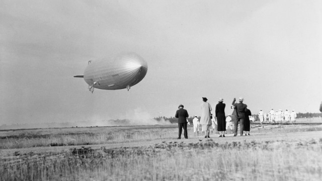 "LZ 129 ""Hindenburg"" in Lakehurst, 1936"