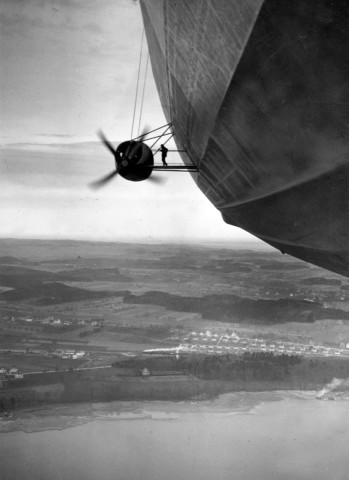 """Erster Passagierflug der LZ 129 """"Hindenburg"""" über dem Bodensee, 1936"""