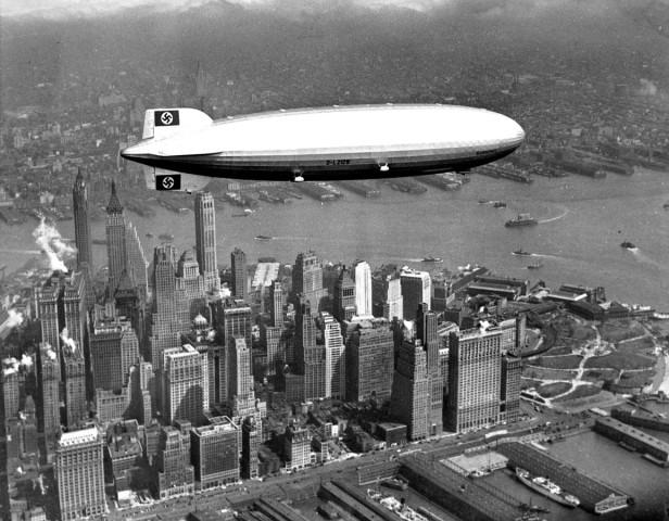 """Luftschiff LZ 129 """"Hindenburg"""" über New York, 1937"""