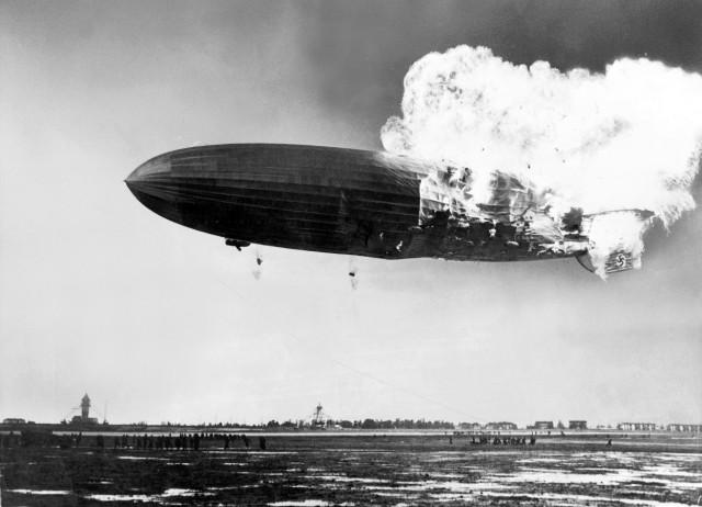 """Brennende LZ 129 """"Hindenburg"""", 1936"""