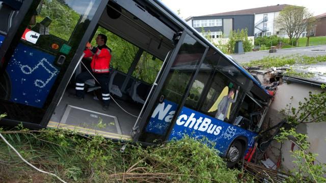 Schwerer Busunfall in Arnsberg/Sauerland 16 Verletzte