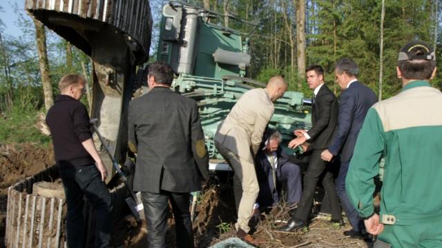 Innenminister Herrmann bei Baggerunfall verletzt