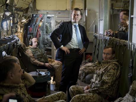 Guttenberg in Afghanistan;dpa