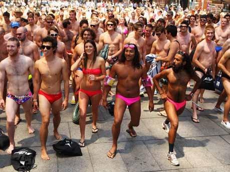 Bademoden-Parade in Sydney;Getty
