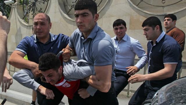 Eurovision Song Contest In Aserbaidschan Polizei Geht Brutal Gegen Demonstranten Vor Politik Sz De