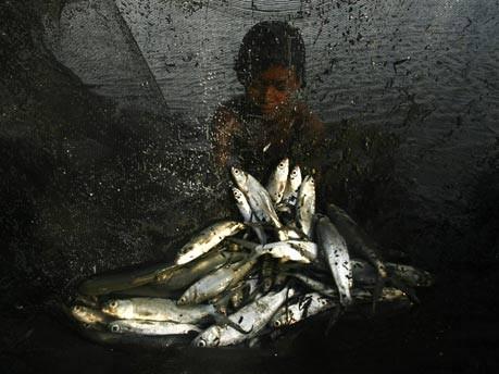 Indonesischer Fischerjunge;Reuters