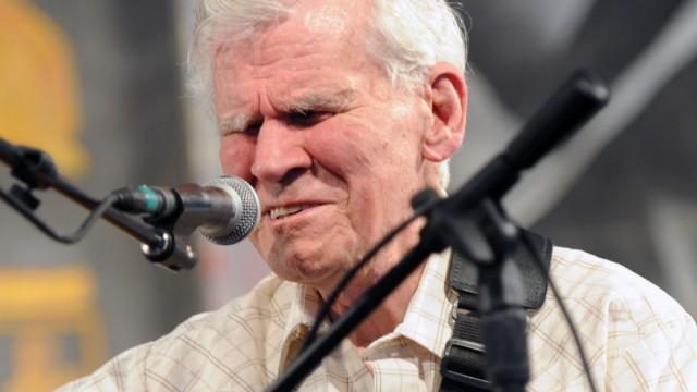 Folk legend Doc Watson dies at 89