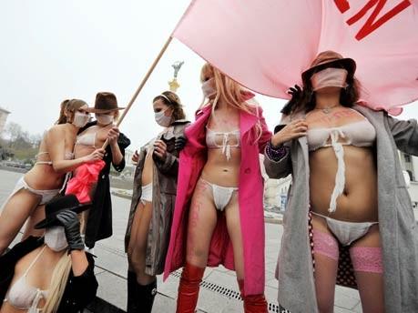 Frauenbewegung Femen demonstriert in Kiew;AFP