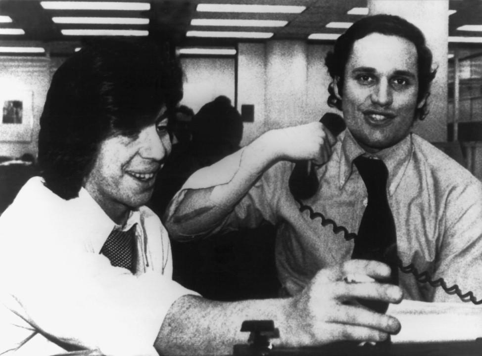 """Ihre Arbeit begeisterten die Studentin Jill Abramson für den Journalismus: DieJournalisten Carl Bernstein (links) und Bob Woodward, die die""""Watergate-Affäre"""" aufdeckten (im Mai 1973)."""