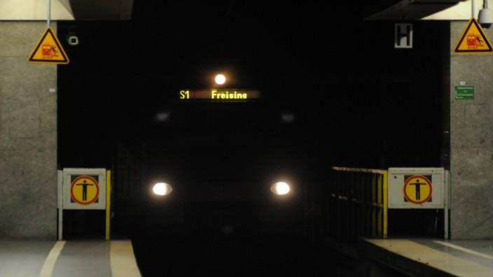S-Bahnzug im Tunnel in München, 2012