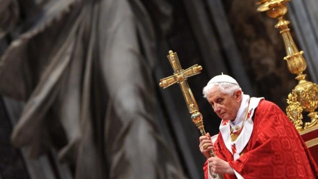 Vatileaks-Affäre: Dass sein Amt auch ein politisches Amt ist - das ist dem Papst in den sieben Jahren seines Pontifikats fremd geblieben; die mit dem Amt verbundene Macht unheimlich.