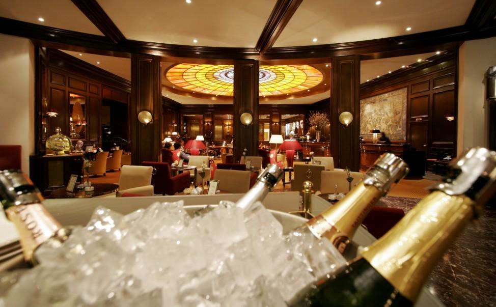 Lobby des Luxushotels Vier Jahreszeiten in München, 2007