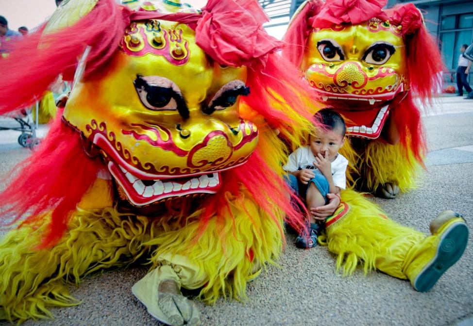 Dragon Boat Festival held in Beijing