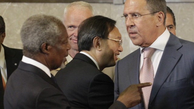 Joint Special Envoy of the United Nations and the Arab League for Syria Annan talks with Russia's Foreign Minister Lavrov at the start of the meeting of the Action Group on Syria in Geneva