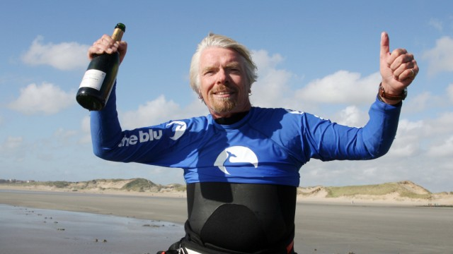 Virgin-Chef Richard Branson stellt neuen Kitesurf-Rekord auf