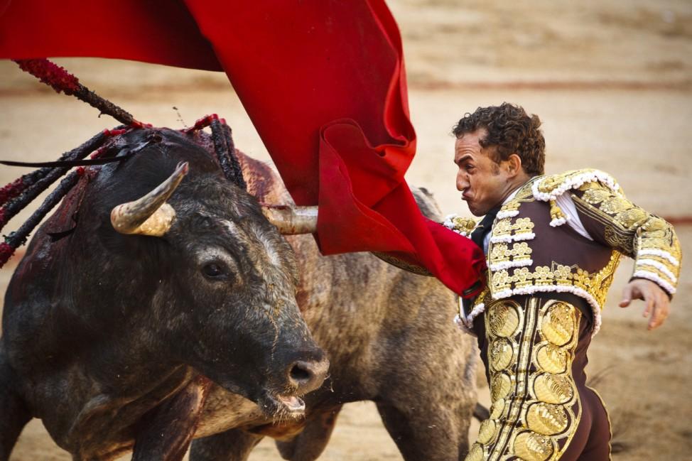 Stiertreiben Stierkampf Pamplona Navarra Spanien Tradition Laufen Torero
