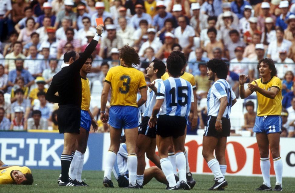 Schiedsrichter Mario Rubio Vazquez, Diego Armando Maradona, Osvaldo Ardiles, Eder