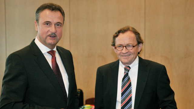 DB-Personalvorstand Ulrich Weber (rechts) und GdL-Vorsitzender Claus Weselsky