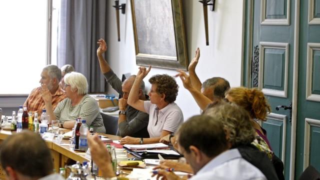 Wolfratshausen: Debatte über Archiv-Standort: Gut zwei Stunden lang diskutierte der Stadtrat über Waldram und das Stadtarchiv und votierte schließlich gegen die beiden Anträge, den Bauausschuss-Beschluss in Frage stellten.