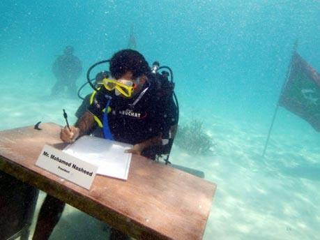 Malediven: Kabinett tagt unter Wasser