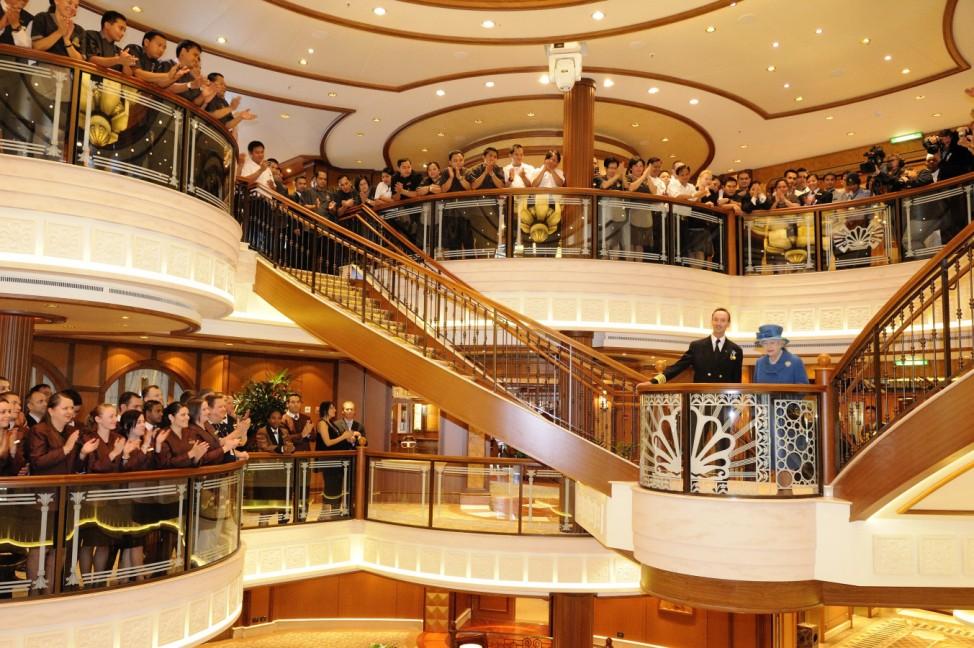 Neues Cunard-Schiff 'Queen Elizabeth' getauft
