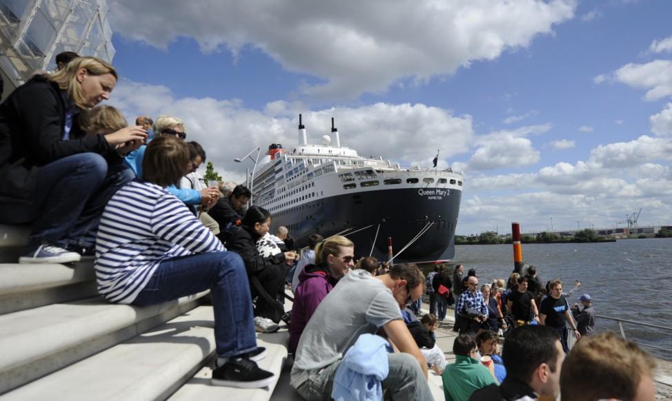 Kreuzfahrtschiffe 'Queen Elizabeth' und 'Queen Mary 2'