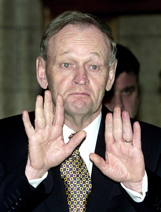 CANADIAN PRIME MINISTER CHRETIEN GESTURES TO REPORTERS TO HOLD THEIR QUESTIONS