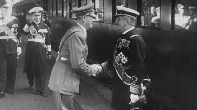 Adolf Hitler begrüßt Miklós Horthy, 1938 Scherl / SZ Photo