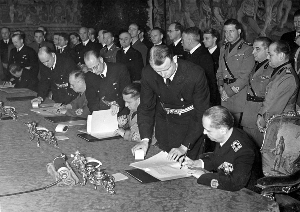 Unterzeichnung des Dreimächtepaktes durch Ungarn Scherl / SZ Photo